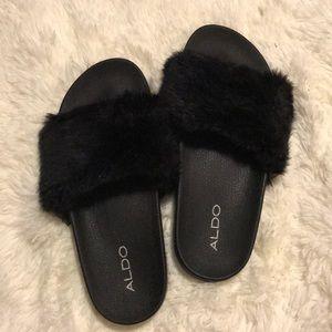 37e0052b27c Faux Fur slippers ! (ALDO)